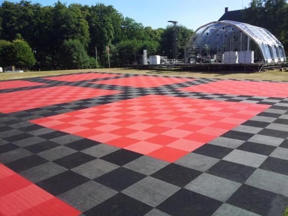tapijttegel rood 1 x 1 meter party en evenementenverhuur twente. Black Bedroom Furniture Sets. Home Design Ideas